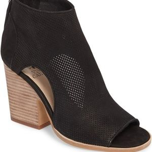 Vince Camuto Bevina in Black (Ankle Bootie) size 7